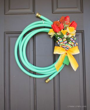 54ff17e54b245-ghk-upcycled-crafts-hose-wreath-vertical-s2